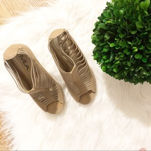 Shoes - Tan Strappy Wood Wedge